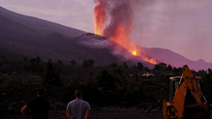 The volcano is restless: new lava flows over La Palma